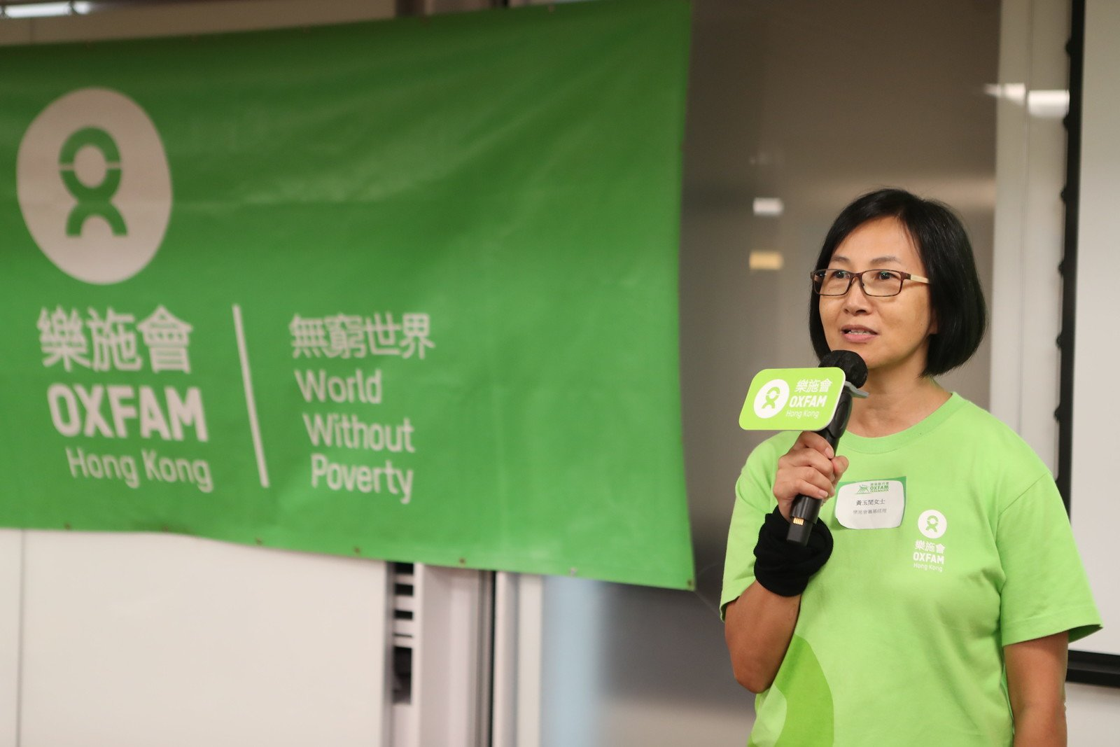 Brenda Wong, Fundraising Manager (Events) of Oxfam Hong Kong, introducing the new finish point and route this year.
