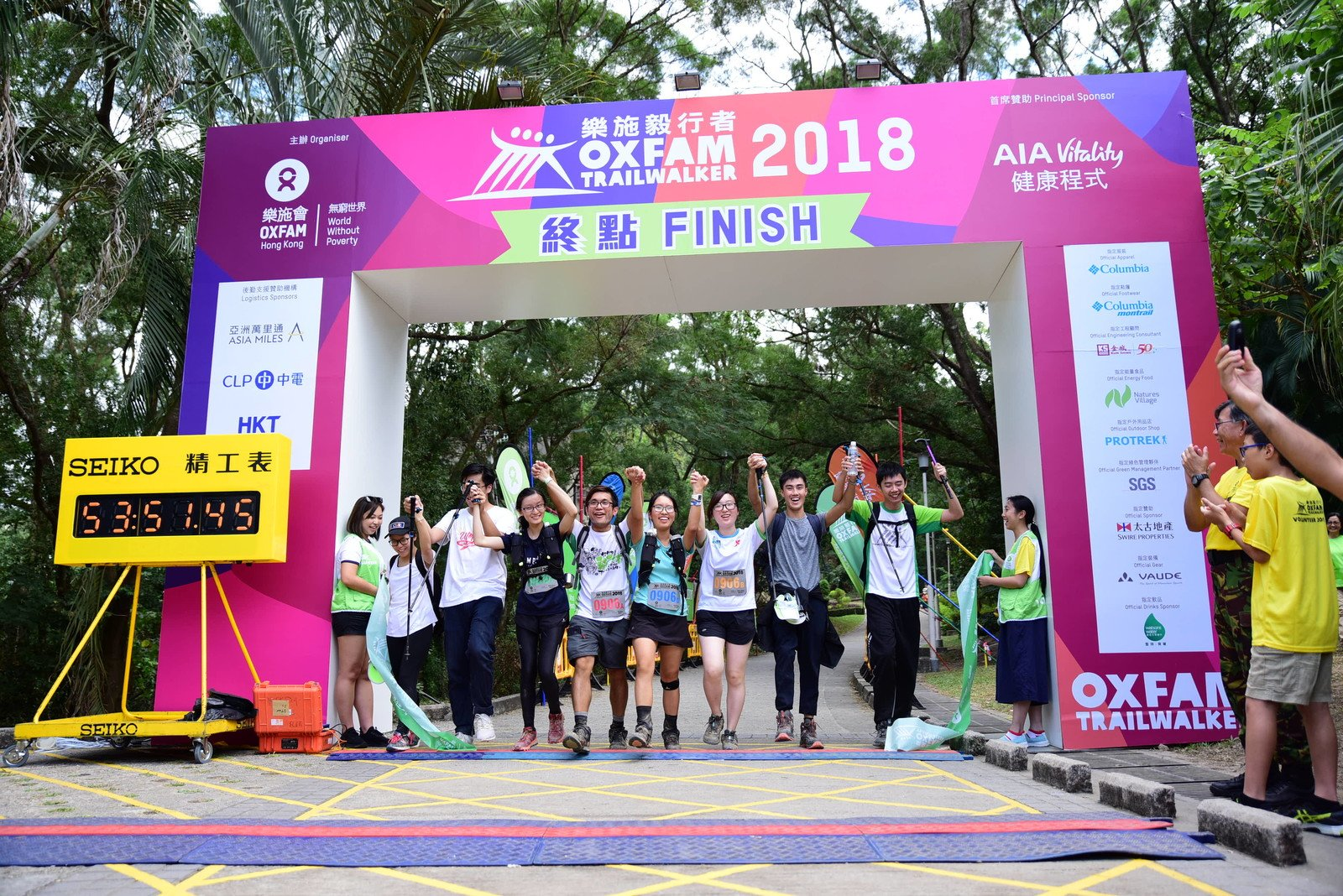 Stephen Fisher, Acting Director General of Oxfam Hong Kong, greeting the last team, which completed the 100 km trail in 47 hours 51 minutes, at the Finish Point.