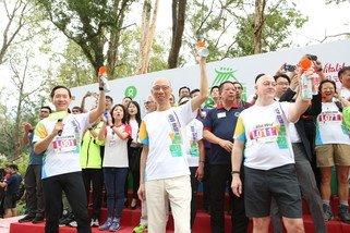 The Oxfam Trailwalker 2018 kick-off ceremony was officiated by (from left to right) Bernard Chan, Oxfam Trailwalker Advisory Committee Chair; Wong Kam Sing, Secretary for the Environment; and Peter Crewe, Chief Executive Officer of AIA Hong Kong and Macau.