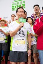 Bernard Chan, Oxfam Trailwalker Advisory Committee Chair, delivered the welcome speech at the Oxfam Trailwalker 2015 Kick-Off Ceremony.