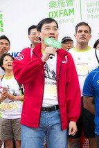 Jacky Chan, Chief Executive Officer of AIA Hong Kong and Macau, gave a speech at the Oxfam Trailwalker 2015 Kick-Off Ceremony.