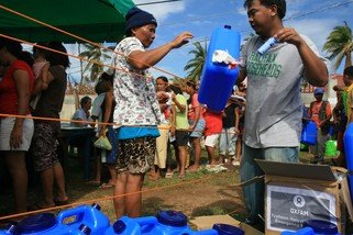 Oxfam Hygiene and water purification kits were given to over 700 families in the coastal region of Daanbantayan over two days.