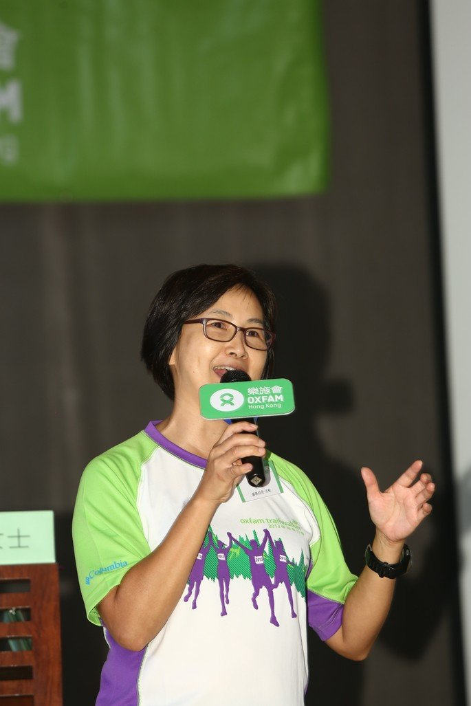 Brenda Wong (Fundraising Manager – Events, Oxfam Hong Kong) briefed walkers and their supporters on event details and safety measures.