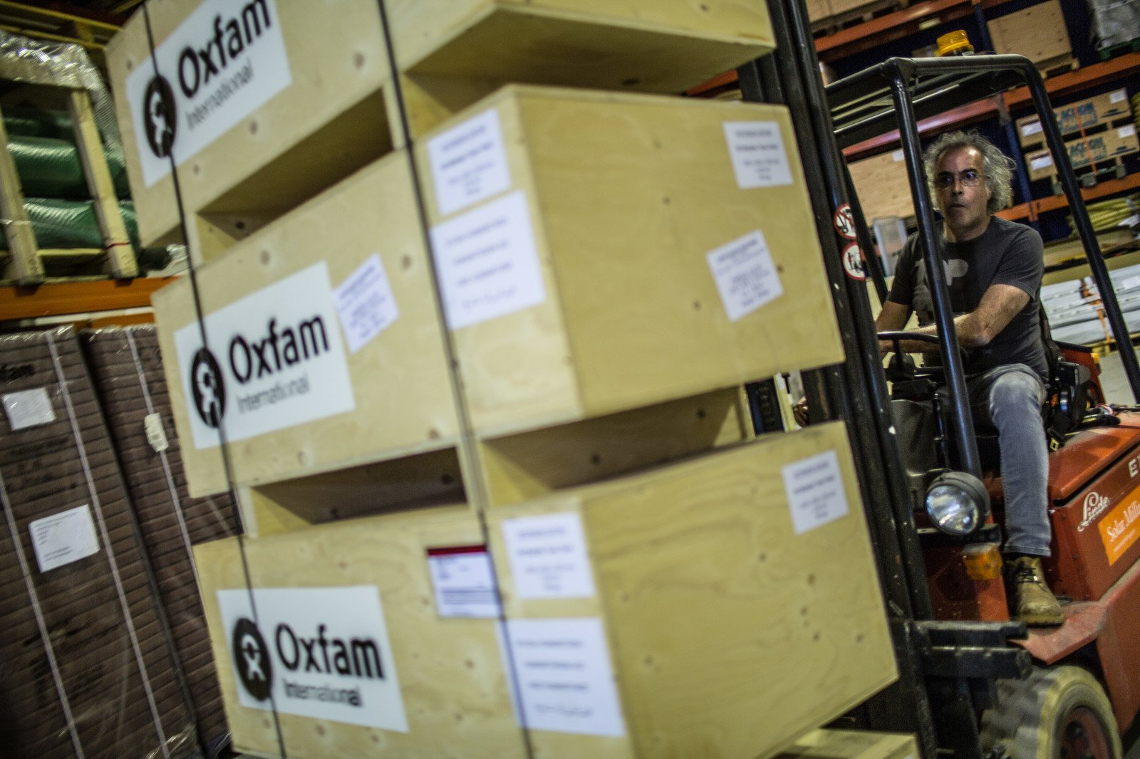 More than five tonnes of water and sanitation materials have been dispatched from Oxfam's warehouse in Spain to help those affected in Nepal. (Photo: Pablo Tosco / Oxfam)