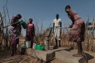 Oxfam constructed a water system with a bore to provide water to the people. (Photo: Bruno Bierrenbach Feder/Oxfam)