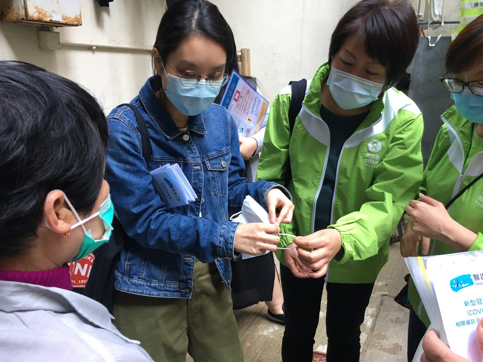 Staff from Oxfam Hong Kong and Health In Action explained how to put on and take off a mask properly at the Oil Street Refuse Collection Point.