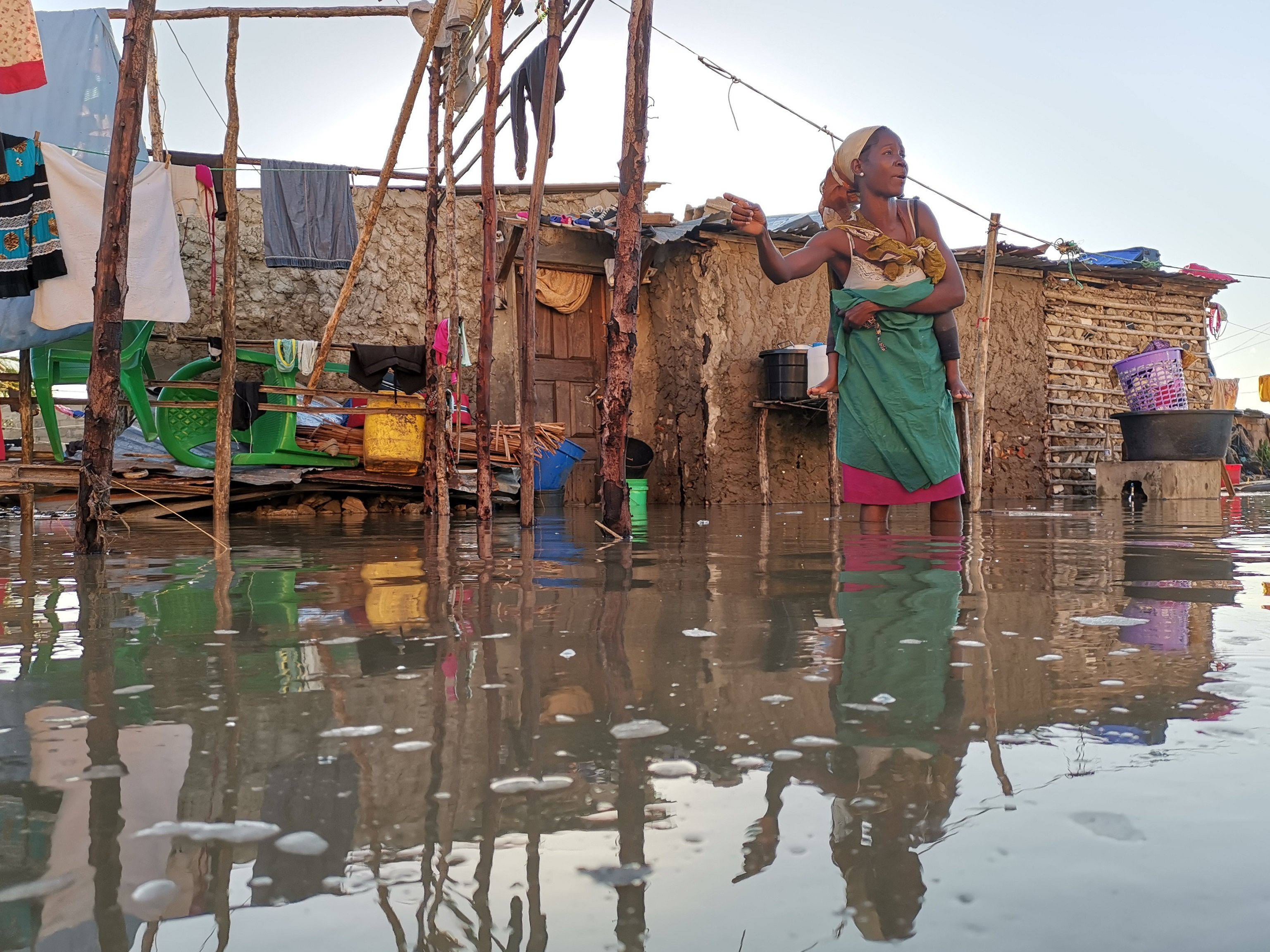 As floodwaters begin to recede, Oxfam is working hard to avert a secondary crisis: a cholera outbreak. As of 3 April, there have already been almost 1,500 reported cholera cases in badly-hit Beira, Mozambique. (Photo: Sergio Zimba / Oxfam)