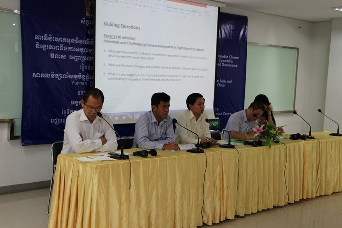 From left to right: Mr. Hak Yi, Deputy Director of Agro-industry of the Ministry of Agriculture, Forestry and Fisheries, Dr. Heng Nareth, Head of Community Development Department, RUPP Dr. Tek Vannara, Executive Director, NGO Forum and Prof. Luo Shengrong from the Great Mekong Sub-region Study Center (GMSSC) of Yunnan University