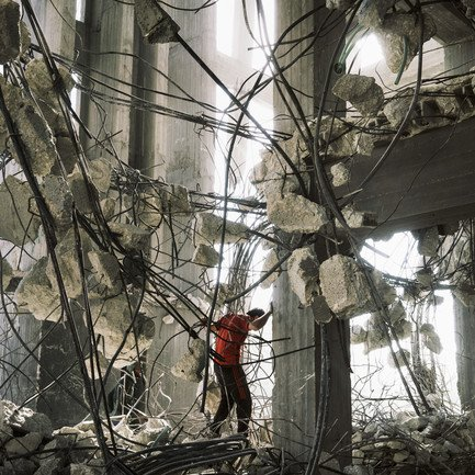 Gaza in Crisis_A labourer recycles reinforcing steel bars from one building bombed by the IDF_1568886827.jpg